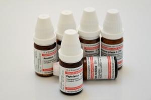 """Farmaci omeopatici: """"Resta il principio attivo, anche se ultradiluiti"""""""